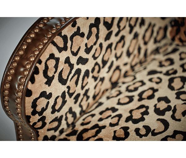 Кресло вольтеровское кожа/велюр обивка леопард