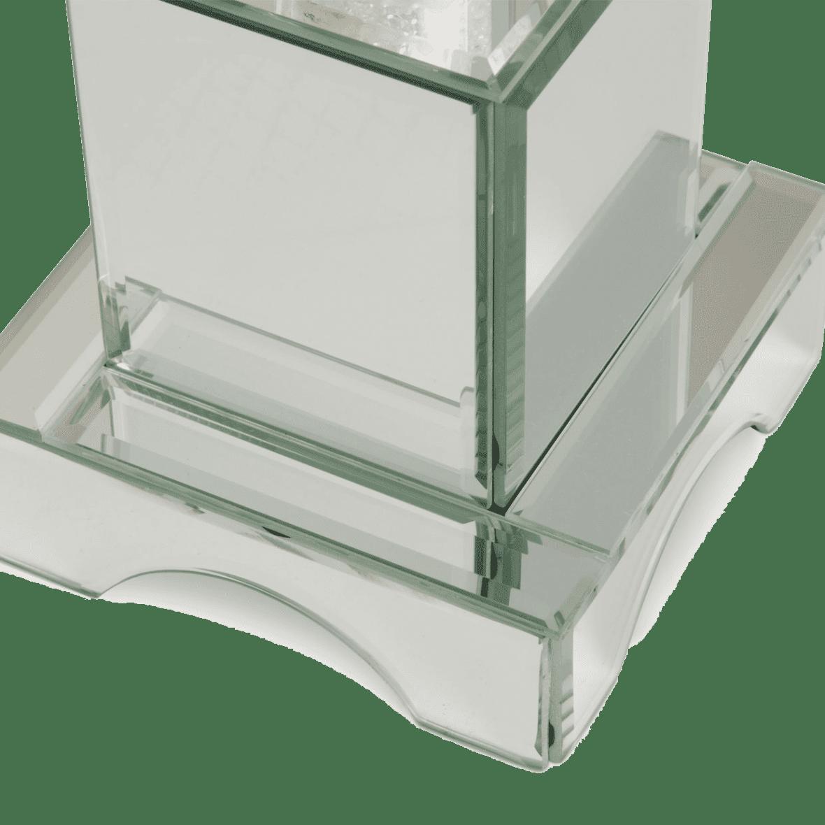 Хрустальная башня на зеркальной базе, средняя
