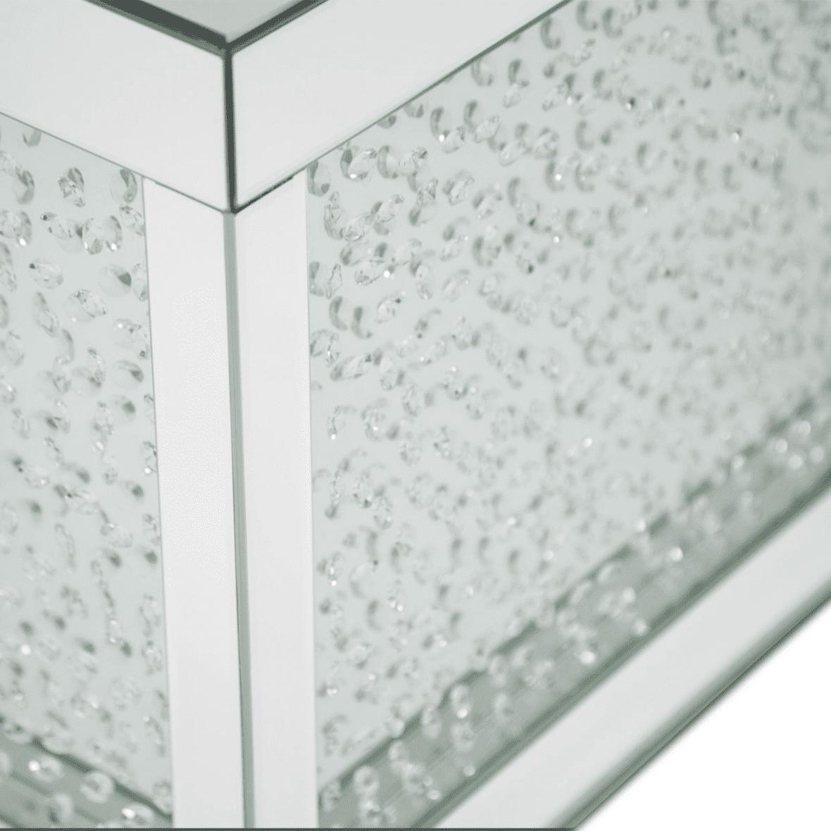 Серебристый зеркальный приставной стол