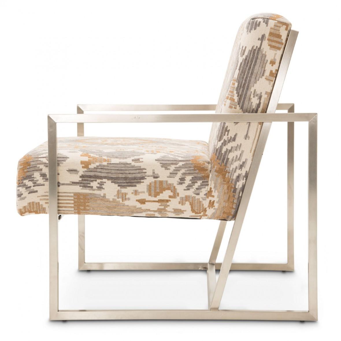 Акцентное кресло в матовом серебре