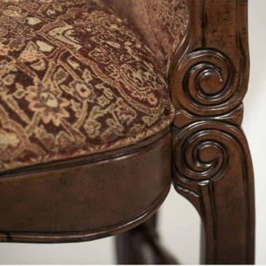 Высокий барный стул