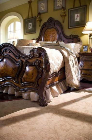 Кровать с декоративной панелью Размер East King